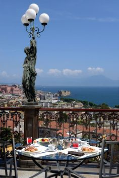 Lampioni delle muse:- terrazza del Grand Hotel Parker's con Ristorante George – Napoli –