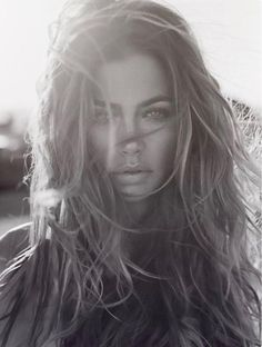 Personally one of most influential portraits - woman's duality - calm gaze amid rough sea of hair. Of course one and only Denise Richards. White Photography, Portrait Photography, Fashion Photography, Beauty Photography, Sexy Beach Photography, Foto Portrait, Female Portrait, Denise Richards, Messy Hairstyles