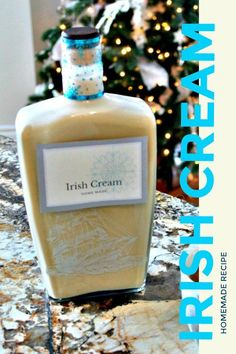 Make this Irish Cream Liquer. This recipe is traditional, amazing, and no colours. Homemade Baileys, Homemade Irish Cream, Baileys Irish Cream, Homemade Gifts, Pecan Desserts, Homemade Alcohol, Cream Recipes, Yummy Drinks, Drinking Tea