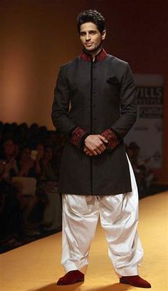 Siddharth Malhotra in @ManishMalhotra1's Brilliant #AW13  #Desi Collection @ Wills Lifestyle India Fashion Week -  http://www.facebook.com/pages/Manish-Malhotra/147482601960327 - http://www.manishmalhotra.in/flash.html (pic: Cameraworx)