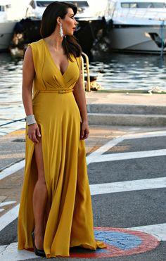 Kim Kardashian in stunning, mustard dress