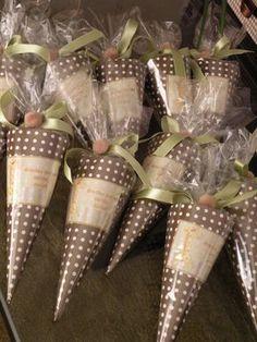 Así quedó la mesa del Baby Shower de nuestra amiga Valeska. El tema ¨Safari¨quedó precioso y inovador, saliendo un poco del tradicional cele... Birthday Party Favors, Birthday Parties, Safari Theme Party, Minnie, Scrapbook Cards, Scrapbooking, Holidays And Events, Party Time, Gift Wrapping