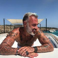 """371 mil Me gusta, 2,113 comentarios - Gianluca Vacchi (@gianlucavacchi) en Instagram: """" #gvlifestyle"""""""