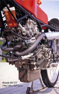 alfonslx2:  Honda 50 cm3 RC 115.16 chevaux - 21 000 tr/mn More info: http://velobanjogent.blogspot.pt/2008/06/honda-50cc-racersrc112rc113-rc114-rc115.html Source: Jan Thiel