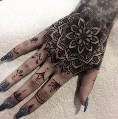 50 of the Most Beautiful Mandala Tattoo Designs for Your Body & Soul - awesome hand mandala tattoo © tattoo artist Bethany Whitehead ❤❤❤❤❤ - Mandala Tattoo Design, Dotwork Tattoo Mandala, Mandala Hand Tattoos, Henna Tattoo Designs, Finger Tattoo For Women, Hand Tattoos For Women, Finger Tattoos, Body Art Tattoos, Cool Tattoos