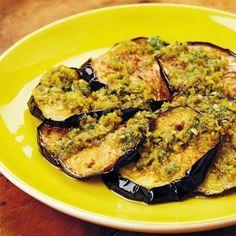 Eggplants with arabic pesto The most delicious arab food recipes. Veggie Recipes, Lunch Recipes, Vegetarian Recipes, Healthy Recipes, Arabic Chicken Recipes, Arabic Food, Arabic Dessert, Arabic Sweets, Indian Dessert Recipes
