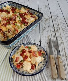 Een heerlijk recept van een bloemkool ovenschotel met o.a. chorizo, rode ui, paprika en crème fraîche. Kan zonder maar ook met aardappels gegeten worden.