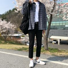 38 Admiring Men Street Style Outfits Ideas That Make You More Cool In 2019 - The Effective Pictures We Offer You About outfits tenis A quality picture can tell you many things - Outfits Spring, Summer Outfits Men, Stylish Mens Outfits, Casual Outfits, Summer Men, Casual Summer, Casual Wear, Outfits Hipster, Style Hipster