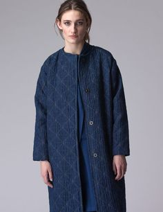 The Luna origami jeans is a very comfortable luxurious coat! The coat is fully lined and closes with press studs. Denim Button Up, Button Up Shirts, Dutch, Origami, Coat, Jeans, Shop, Clothes, Fashion