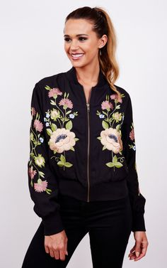 This relaxed floral bomber is perfect for all year round. The colour pattern isn't too overpowering, making it easy to pair with multiple outfits. A versatile piece we should all own.