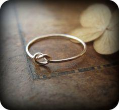 Knot ring  gold filled ring por junedesigns en Etsy, $20.00