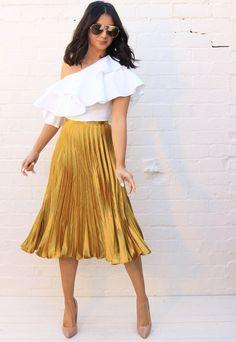 Metallic Satin Pleated High Waisted Midi Skirt in Yellow Gold - Skirt Ideas Metallic Skirt Outfit, Yellow Skirt Outfits, Yellow Pleated Skirt, Pleated Skirt Outfit, Metallic Pleated Skirt, Pleated Skirts, Satin Skirt, Outfit Elegantes, Event Dresses