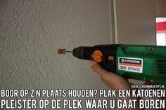 Houdt een boor op z'n plaats met een katoenen pleister. Meer tips vind je op www.goedeschoonmaaktips.nl