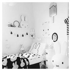 """Love this room by @kidsdesignlife #barnerom #onodesign #børneværelse #monocrome #danishdesign #kidsroom"""