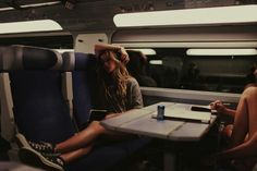 sitting in a train at night with someone nice and funny to talk to is one of the best things to do in this life Story Inspiration, Writing Inspiration, Story Ideas, Doe Eyes, Train Rides, Travel Aesthetic, Train Travel, Travel Photography, Vsco Photography