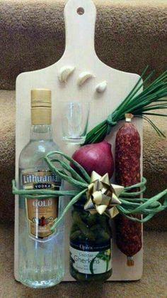 Prkenko pro gurmany – – Homemade presents Diy Christmas Gifts, Holiday Gifts, Diy Birthday, Birthday Gifts, Birthday Souvenir, Homemade Gifts, Diy Gifts, Gift Wraping, Wine Gift Baskets