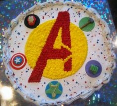 Pull apart cake (made of cupcakes!)... Marvel's Avengers Cupcake Cake   LIKE US: https://www.facebook.com/ChristinesCakeCreationsSINY
