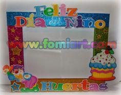 Fomiart: Marco Decorado: Dia Del Niño Con Payasito Party Photo Frame, Party Frame, Picture Frame Decor, Photo Booth Frame, Photo Booth Props, Candy Land Theme, Clown Party, Pinata Party, Church Crafts