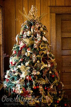 Christmas Tree decorating 101.  A 5-part series to help you have the most beautiful Christmas tree ever!