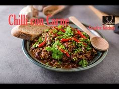 Chilli con carne, simple and delicious recipe from scratch! Delicious and spicy dinner or lunch Ingredients: 4 servings 500 g beef mince 400 g can of of bean. Chilli Con Carne Recipe, Recipe From Scratch, Spicy, Channel, Yummy Food, Beef, Dinner, Creative, Kitchen
