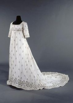 Dress ca. 1795-1805    From the Musee Galliera