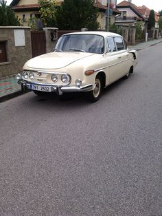 Tatra 603 (Made in Czechoslovakia, today Czechia, 50s Cars, Retro Cars, Vintage Cars, Antique Cars, Mini Trucks, Old Trucks, Car Makes, Czech Republic, Cars And Motorcycles