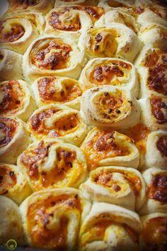 Ευκολα Ρολα Πιτσας + Σπιτικη Σαλτσα - Stavroula's Healthy Cooking Pepperoni, Food And Drink, Pizza, Snacks, Eat, Healthy, Greek Recipes, Puff Pastries, Appetizers