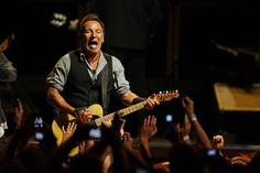 """Bruce Springsteen Performs """"Meet Me In The City"""" on Saturday Night Live / Bruce Springsteen、SNLで「Meet Me In The City」をパフォーマンス Bruce Springsteen, World Wide News, E Street Band, Feeling Nothing, Chicago Tribune, I Can Not, Boss, Concert, Musik"""