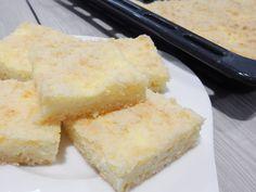 Nejlepší tvarohová buchta co jsem kdy jedla! Je velice rychlá a jednoduchá, teta jí říká blesková buchta. Odzkoušený recept. Drobená buchta s tvarohem Sweet Cakes, Cornbread, Vanilla Cake, Food And Drink, Cheese, Baking, Ethnic Recipes, Desserts, Millet Bread