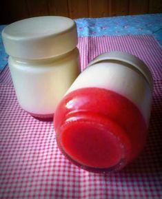 É tão fácil fazer iogurtes em casa e ficam tão bons :) adoro estes em que coloco um pouco de coulis de morango no fundo do copo e depois é só misturar