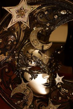 quenalbertini: Brown and Gold Venice Carnival Mask Venetian Carnival Masks, Carnival Of Venice, Venetian Masquerade Masks, Mardi Gras, Costume Venitien, Venice Mask, Beautiful Mask, Masquerade Party, Masquerade Attire