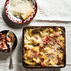 Classic extra creamy macaroni cheese with bacon Macaroni And Cheese Bacon, Creamy Mac And Cheese, One Pot Dishes, Pasta Dishes, Main Dishes, Bastilla, Light Recipes, Pasta Recipes, Cheese Recipes