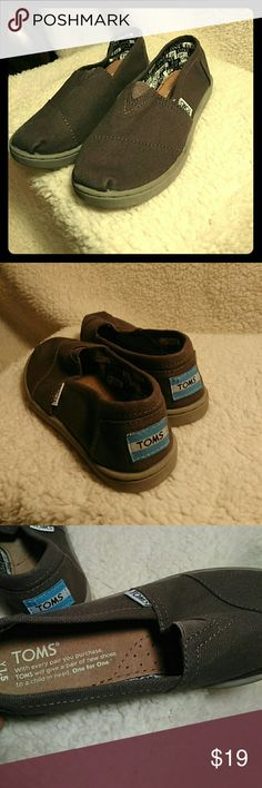 NWOT Youth Boys TOMS High quality and durability. Purchased too small for family. Slip-on. Youth size. TOMS Shoes