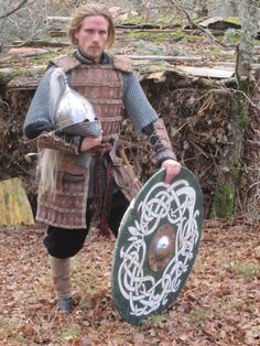 Rus (eastern Viking) warrior: by Dragenos on DeviantArt Viking Raven, Viking Warrior, Fantasy Armor, Medieval Fantasy, Varangian Guard, Larp Armor, Gn, Empire Romain, Early Middle Ages