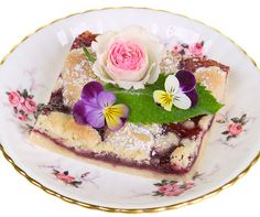 Dress up your deserts and salads with fresh flowers