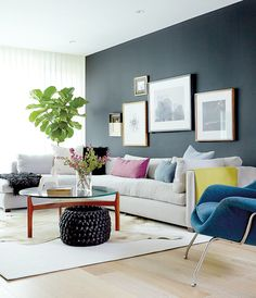 Suzanne Dimma discusses the design behind Shirley Meisel's main floor makeover. Discover her design secrets, the biggest reno obstacle she faced and more! Condo Living, Living Room Modern, Home Living Room, Living Room Designs, Living Room Decor, Dark Painted Walls, Design Salon, Black Walls, Interior Inspiration