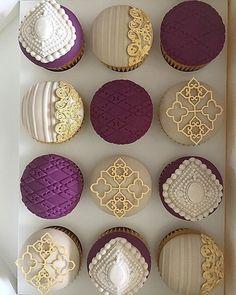 Creative cupcake ideas that will inspire you 4 Elegant Cupcakes, Fancy Cupcakes, Beautiful Cupcakes, Fondant Cupcakes, Cupcake Cookies, Valentine Cupcakes, Cupcake Toppers, Mini Wedding Cakes, Luxury Wedding Cake