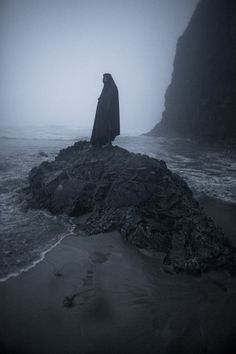 Love the stone and the water surrounding it, with the dark figure. Very hopeless, dark and depressing. Also isolating, considering the island of stone surrounded by water with the one figure standing alone at the top. Organization Xiii, Sea Witch, Horror, Witch Aesthetic, Angst, Dark Fantasy, Dark Art, Dark Side, Mists