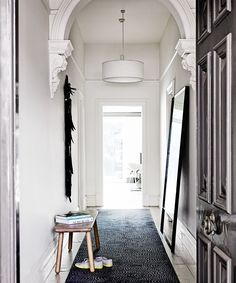 See how interior designer Sally Caroline Klopper created a hotel style look for a double-fronted Melbourne terrace. hotel Gallery - Vivienne and Max's Luxe Hotel-Inspired Home Modern Victorian, Victorian Homes, Victorian Terrace House, Entry Hallway, Black Hallway, Beige Walls, Hallway Decorating, Decorating Ideas, Decor Ideas