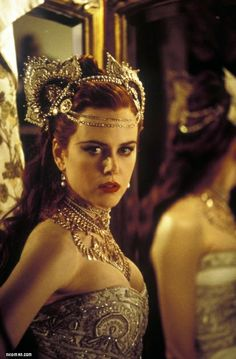 Nicole Kidman portrays the role of ''Satine'' in the film ''Moulin Rouge!'' a Australian-American jukebox musical romantic comedy film. Nicole Kidman Moulin Rouge, Satine Moulin Rouge, Moulin Rouge Movie, Moulin Rouge Costumes, Glamour, Robert Mapplethorpe, Annie Leibovitz, Hollywood, Richard Avedon