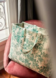 Textiles, Toiletry Bag, Tote Bag, Christmas Gift Guide, Coton Biologique, Jewelry Case, Green Flowers, Mode Outfits, Parisian Style
