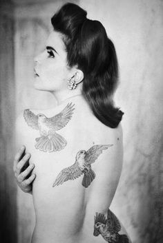 Paloma Faith Back tattoos.shes like a modern Marylyn with Ginger hair and tattoos and she sings and she's called Paloma.so not really Marylyn but like close. Paloma Faith, Back Tattoos, Girl Tattoos, Tattoos For Women, Tatoos, Faith Tattoos, Sweet Tattoos, Colorful Bird Tattoos, Vogel Tattoo