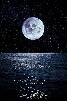 Full moon reflecting on ocean at night Night Sky Wallpaper, Sunset Wallpaper, Scenery Wallpaper, Galaxy Wallpaper, Wallpaper Art, Night Sky Painting, Moon Painting, Beautiful Nature Wallpaper, Beautiful Moon