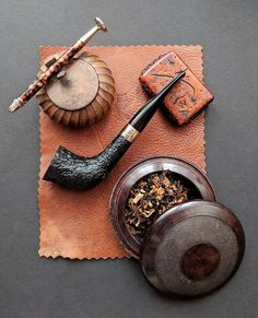 Peterson pipe: Dublin Edition shape) with accessories Tobacco Pipe Smoking, Cigar Smoking, Tobacco Pipes, Smoking Pipes, Good Cigars, Cigars And Whiskey, Whisky, Peterson Pipes, Alcohol