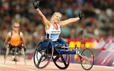 Paralympics 2012: Hannah Cockroft storms away from the field to win GB's first athletics medal
