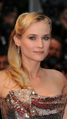 eed6448cef8 Cannes Diane Kruger s Top Knot and Mermaid Tresses - Celebrity hair