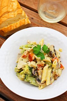 Creamy Chicken Alfredo with Red Pepper, Broccoli and Mushrooms