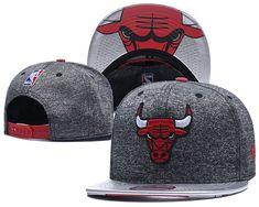 47b70b8c6f7 Men s Chicago Bulls Team Logo Heather Grey   Silver 9Fifty Snapback Hat  Chicago Bulls Team