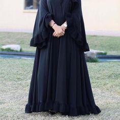 Burqa Fashion, Muslim Fashion, Fashion Dresses, Abaya Designs Latest, Abaya Designs Dubai, Burqa Designs, Abaya Mode, Hijab Evening Dress, New Yorker Mode