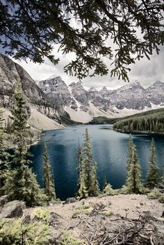 Moraine Lake in Banff, Canada Canada National Parks, Banff National Park, Lago Moraine, Places To Travel, Places To See, Canada Travel, Canada Trip, What A Wonderful World, Beautiful Places